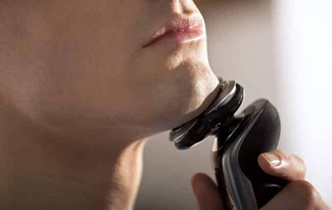 Philips Norelco 9000 electric shaver best for close shaving performance