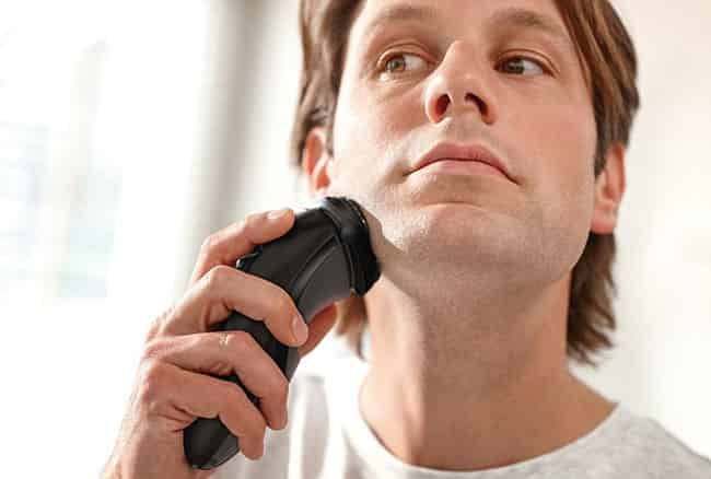 Philips Norelco 3100 electric shaver performance
