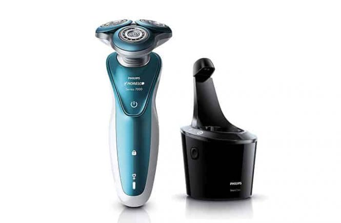 Philips Norelco 7500 electric shaver